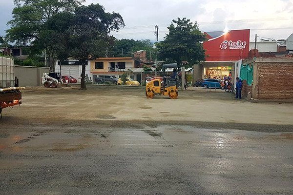Adecuación parqueadero supermecados caribe